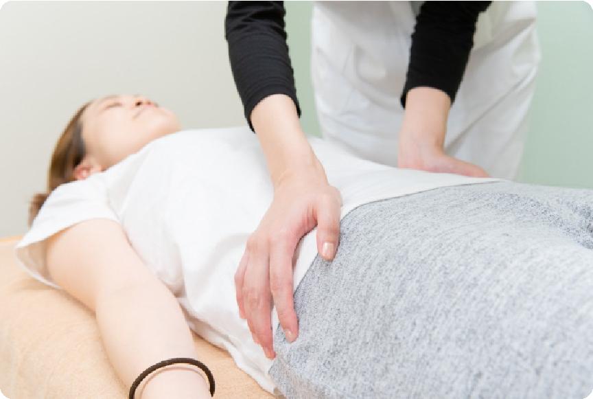 産後の骨盤矯正を受けたい、産後の育児疲労で肩・腕・腰が痛い